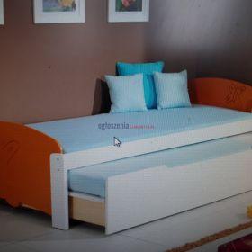 Podwójne łóżko z drewna sosnowego z pojemnikiem