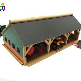 Drewniany garaż dla trzech traktorów